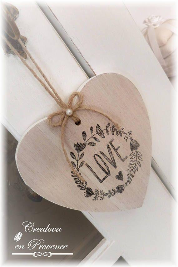 Plaque de porte cœur en bois cérusé a suspendre Love