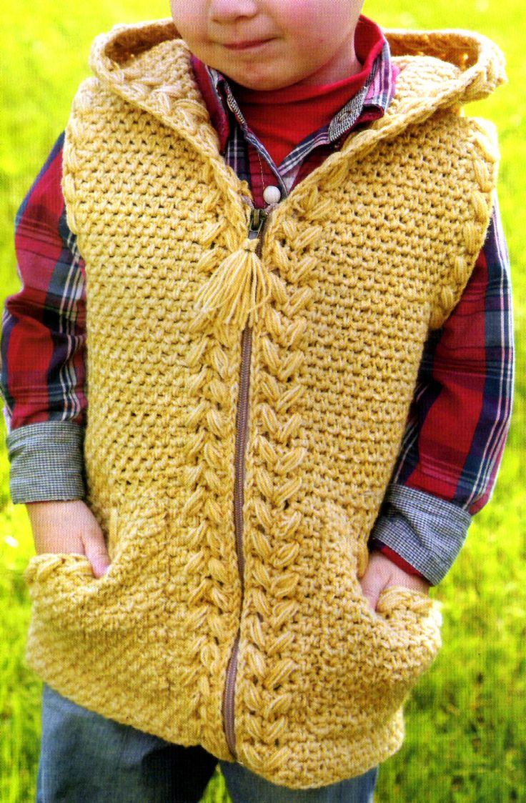 chaleco para niño tejido en crochet con detalles en trenzas