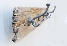 Resultado de imagen para como hacer percheros de madera de pared
