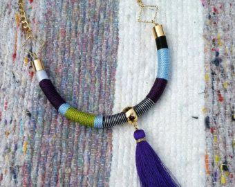 Set de Collar de cordón forrado con Borla y Zarcillos en azul, morado y verde