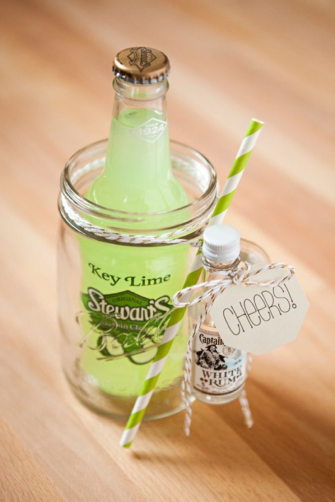 How to make your own mason jar cocktail gifts, faux Mint Julep!