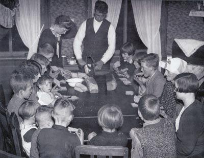 Gezin XXL – Het grote gezin in Nederland | de broodmaaltijd 1934