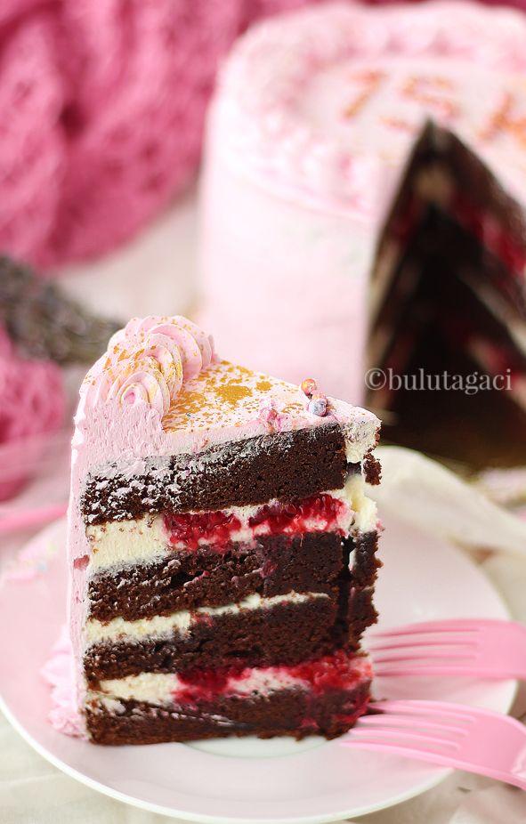 bulutağacı: Frambuazlı Çikolatalı Pasta ve Nefis Bir Krema Tarifi