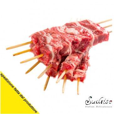 arrosticini Abbruzzese uno dei prodotti più rappresentativi della regione Abruzzo e preparato secondo la tradizione una delle pietre miliari della buona cucina