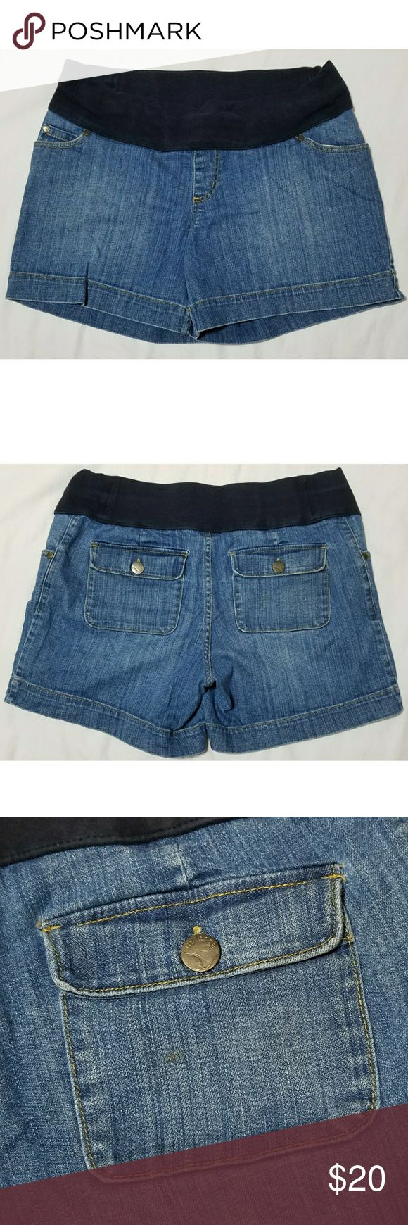 """Liz Lange for Target Maternity Jean Shorts M Women's Liz Lange for Target maternity jean shorts, size medium. There is one small stain on the back right pocket that did not come out in the wash. They are in otherwise excellent condition with no other stains, tears, rips or holes that I can see.   Shell: 99% cotton/1% spandex Knit: 95% cotton/5% spandex  Waist: 35"""" unstretched  Inseam: 5.5"""" Outseam: 14.5"""" Front rise: 10"""" Back rise: 15.5"""" Hips: 42"""" Leg opening: 25""""  All items come from a smoke…"""