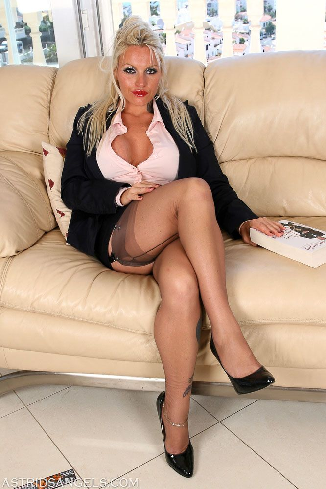 Milfs With Big Fake Tits And Stockings 76
