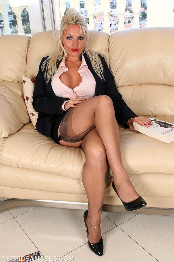 Mature ladies in tights