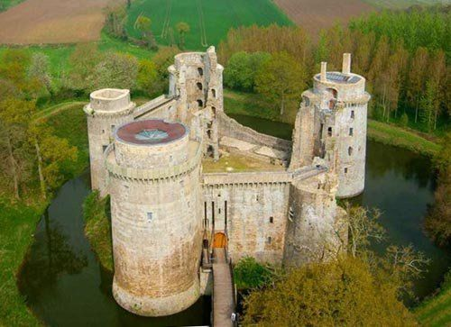 Château fort de la Hunaudaye - Plédéliac, Côtes-d'Armor, Brittany, France - www.castlesandmanorhouses.com