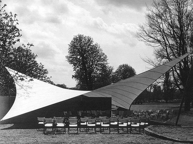 Le kiosque à musique de l'Exposition Fédérale des Jardins en 1955 à Kassel en Allemagne réalisé par le lauréat du prix Pritzker 2015, l'architecte Frei Otto.