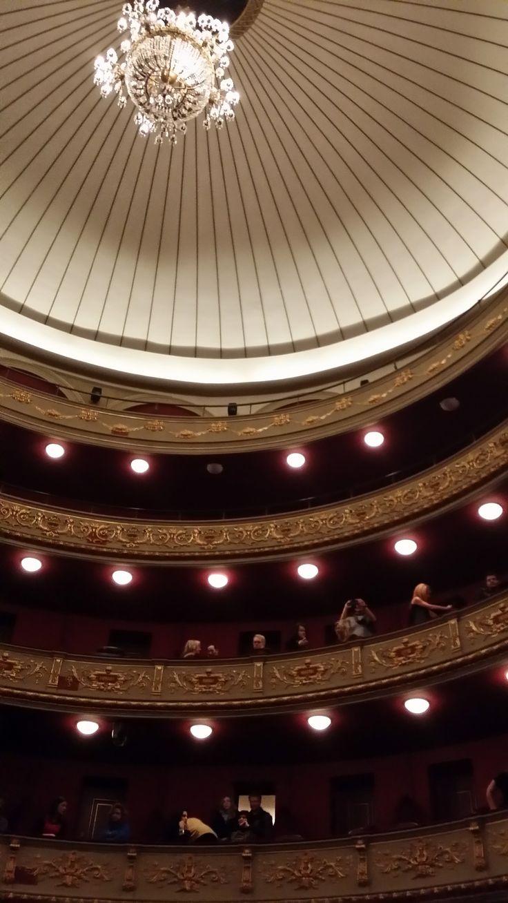Το ανακαινισμένο Δημοτικό Θέατρο! Λεπτομέρεια από τον εσωτερικό θόλο.