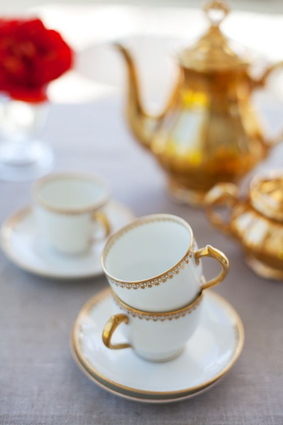 ✕ Teatime: China Patterns, Teas Time, Teas Cups, Teas Service, Espresso Cups, Red Rose, Teas Sets, White Gold, Teas Parties