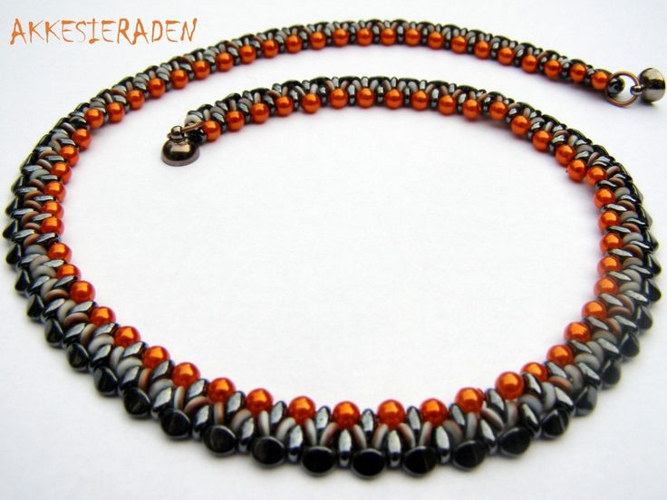 * O bead necklace - free pattern wit o-beads and pinch beads by Akkesieraden http://www.akkesieraden.nl/wp-content/uploads/2014/02/Free-pattern-O-bead-Necklace-1-.pdf