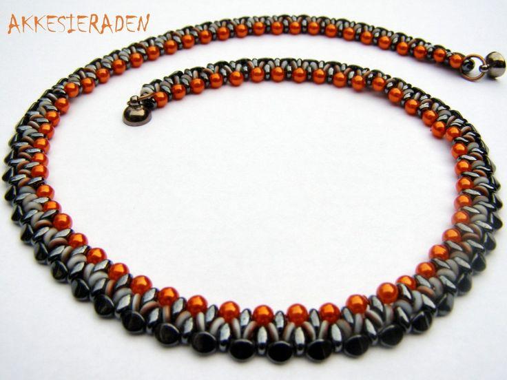 * O bead necklace - free pattern wit o-beads and pinch beads by Akkesieraden http://www.akkesieraden.nl/wp-content/uploads/2014/02/Free-pattern-O-bead-Necklace-1-.pdf