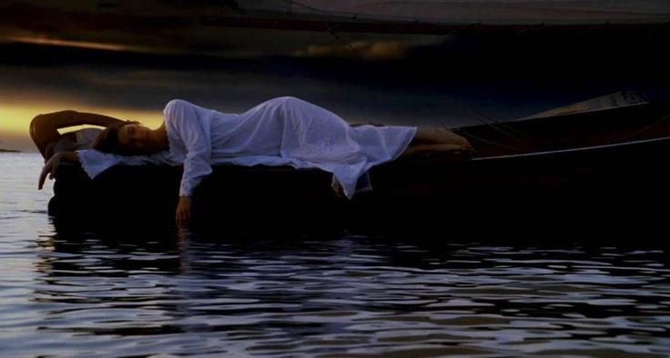 E adesso so cosa devo fare:  devo continuare a respirare perché domani il sole sorgerà  e chissà la marea cosa potrà portarmi...  Dal film Cast Away.