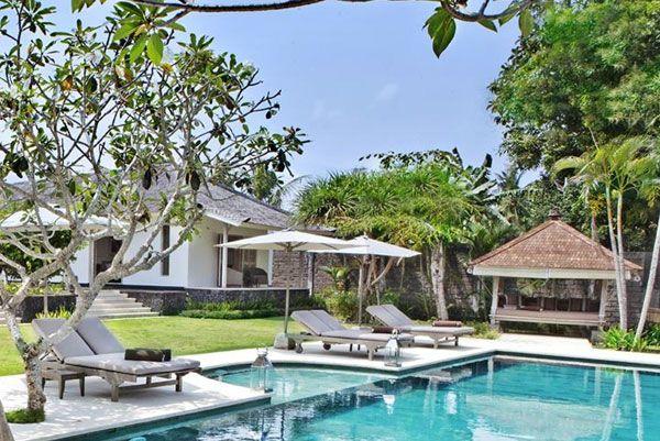 We Introduce Villa Pandan, New 4 bedrooms villa in Canggu Bali. Villa Pandan - 4 air-conditioned bedrooms with en-suite bathrooms is located in Canggu's beautiful Tiyung Tutul village