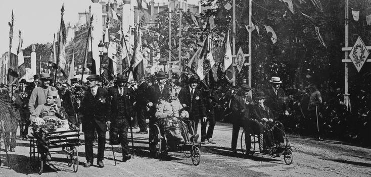 Le 14 juillet 1919, les mutilés ouvrent le défilé militaire sur les Champs-Élysées - DR