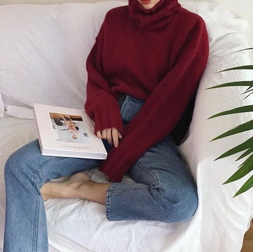 Red jumper with end of sleeves elastic so they hug the wrist. Rest of sleeves are puffy