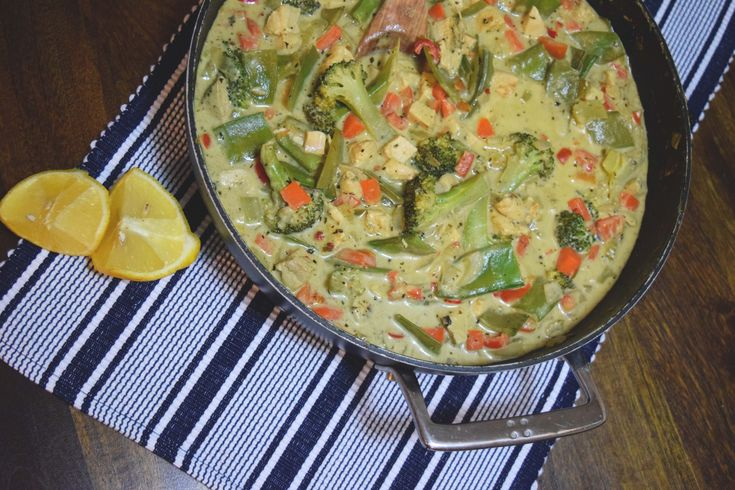 YIAH Thai Green Chicken Curry. Making Thai easy with YIAH. This dish has lots of veggies and is only $4 a serve. Prep done in 15 minutes, plus letting it sit to let the flavours develop. #yiah #foodprepsundays #thaigreenchickencurry