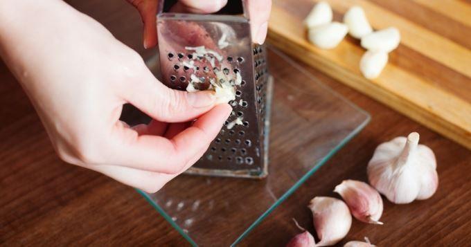 Vous adorez cuisiner mais vous détestez passer trop de temps derrière les fourneaux? Ça tombe bien, CuisineAZ vous a dégoté 10 astuces géniales pour gagner du temps en cuisine!