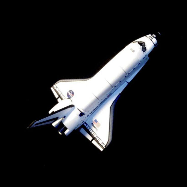 1/400 Orbiter Atlantis, by Dragon. In orbit pose.