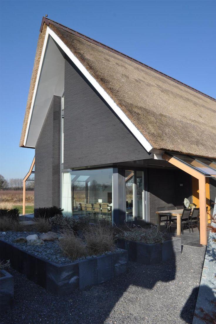 Meer dan 1000 idee n over grijze buitenkant huizen op pinterest grijze buitenkant buitenkant - Grijze kleur donkerder ...