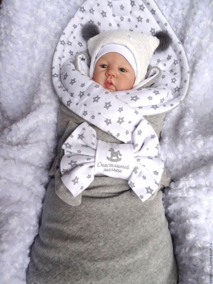 Купить или заказать Эксклюзивный комплект на выписку 'Счастливый малыш' в интернет-магазине на Ярмарке Мастеров. Этот чудесный комплект на выписку состоит из боди, ползунков, тонкой шапочки, рукавичек, утепленной шапочки с меховыми помпонами(верх из американского меха), утепленного конверта с закрытыми ручками,украшенного нашивочкой, утепленного одеяла и банта на резинке. Подходит для выписки зимой, холодной весны и осени.