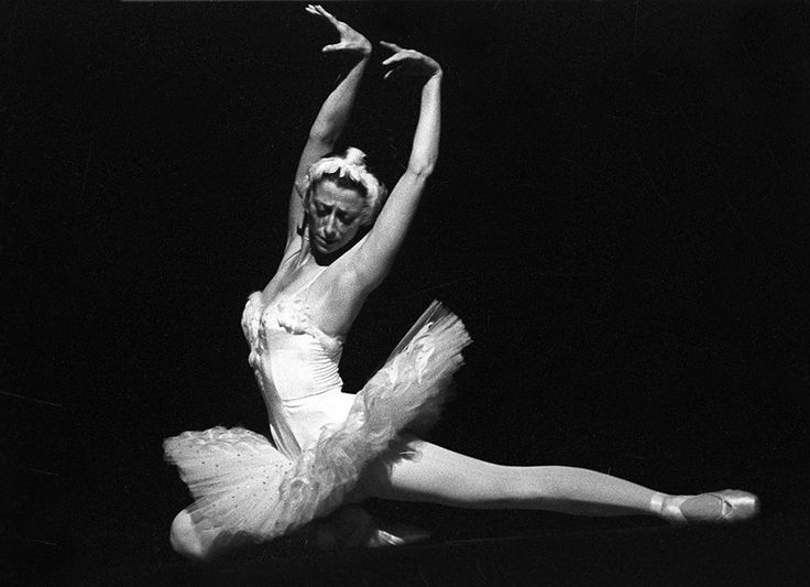 Maya Plisetskaya Swan Lake | Swan lake, Ballet technique ...