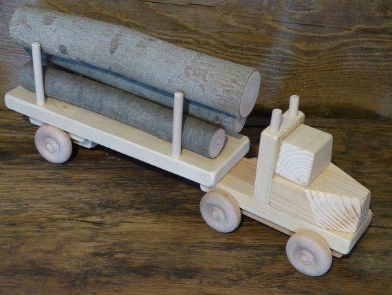 Truck Log Handmade de madeira do brinquedo de madeira Brinquedos Eco por OutOnALimbADK Log brinquedo de madeira design original Handmade truck.17 1/2 polegadas de comprimento e 3 3/4 polegadas de largura, rodas de tudo volta e CAB e reboque desanexação. $20