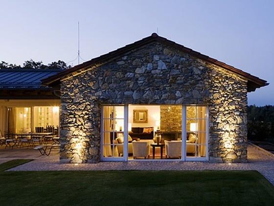 KAPO fertigt Fenster und Türen aus Holz.