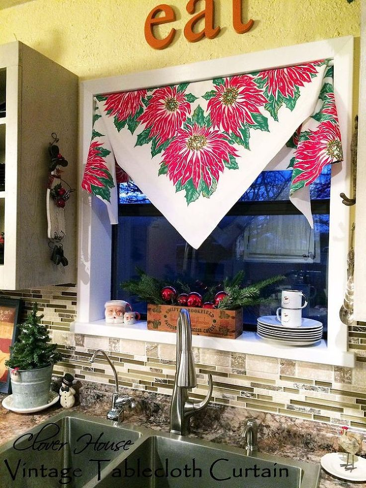 Vintage Tablecloth Curtain - The Christmas Version - Hi there! It's getting closer and closer to Christmas day and I'm still decorating here and there! LOL!  La…