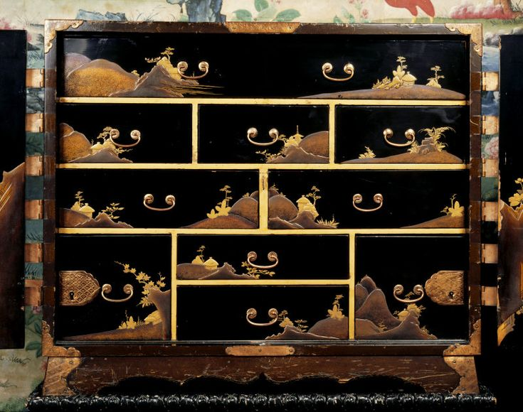 Japanese laquer panels used in furniture-----be it in domestic pieces, or French or English ones, has always held great allure for me.