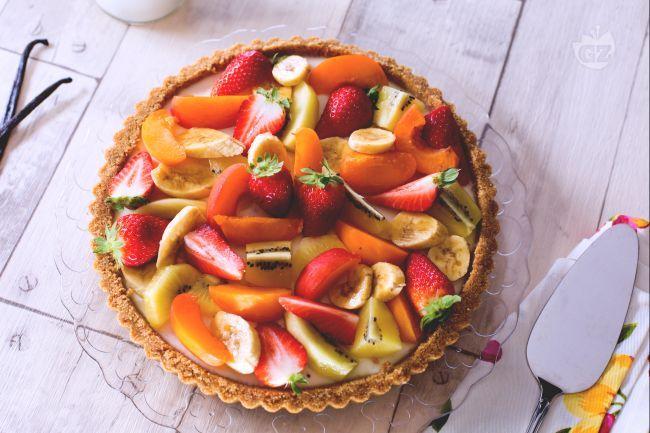 La crostata senza cottura è un dolce estivo senza forno, perfetto come dessert da fine pasto e in alternativa alla classica crostata di frutta!