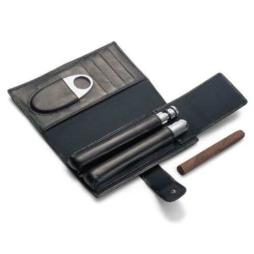 From Solo Ltd this Leather Cigar and Cognac Set contains a cigar tube and cutter and drinks flask in polished stainless steel. A lovely gift for the globetrotter or connoisseur.