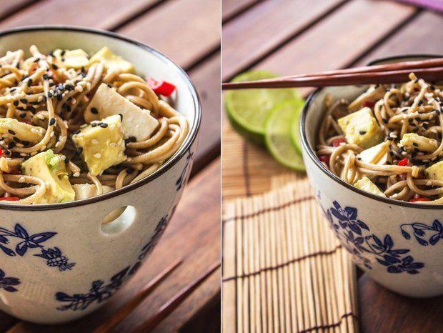 Japonské soba nudle s tofu, avokádem a chilli , Foto: Tasty Talkings