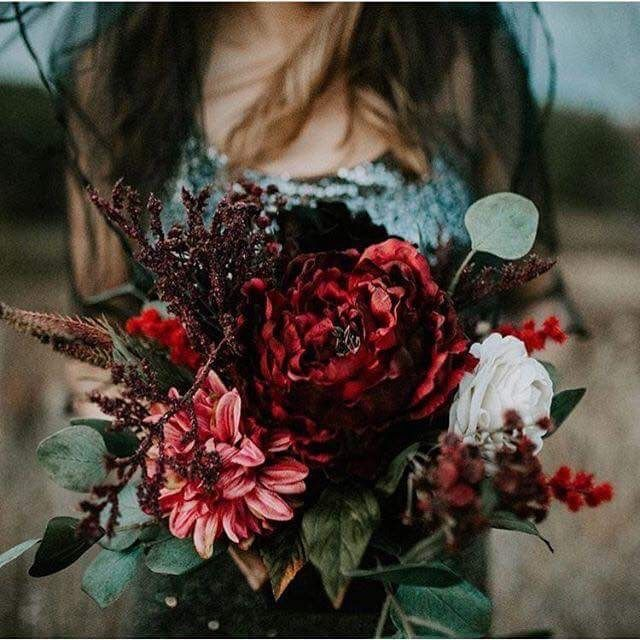 Beautiful Fall wedding bouquet- the colors!  PC: Instagram #wediowa #kalislaymaker  I hope I haven't violated any copyrights, but these are gorgeous!!