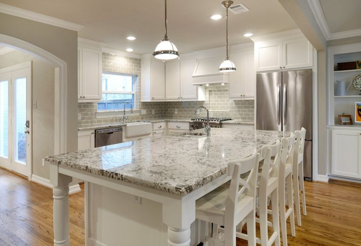 Dallas Bianco Antico Granite in Kitchen Traditional with Sherwin Williams Agreeable Gray and Alaska White Granite - Decorcology.com