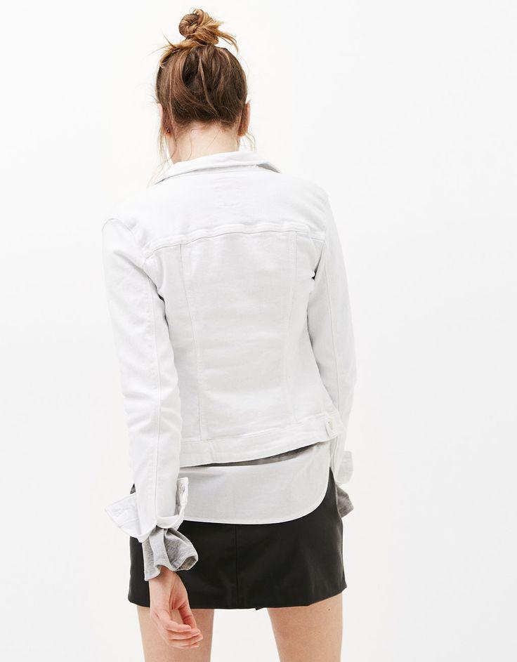 https://www.bershka.com/mx/mujer/ropa/abrigos-y-chaquetas/cazadora-vaquera-denim-c1010193212p100903117.html?colorId=478