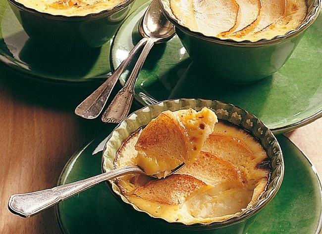 Flans aux pommes, à la crème et au calvados
