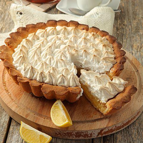 Лимонный пирог с нежным безе