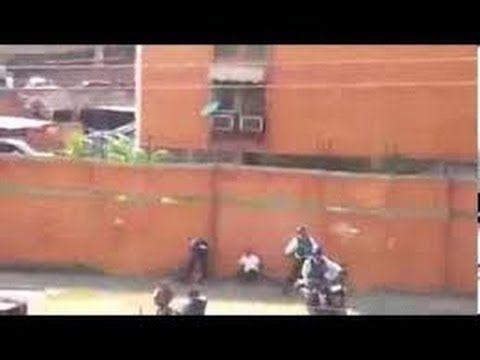 POLICIAS AGREDEN BRUTALMENTE A UNA MUJER EN VENEZUELA 2014 14/02/14 - YouTube