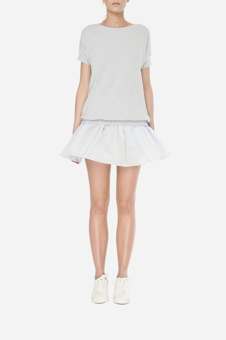 26 Woolen jumper - 400zł (100€), Taffeta skirt - 440zł (110€)