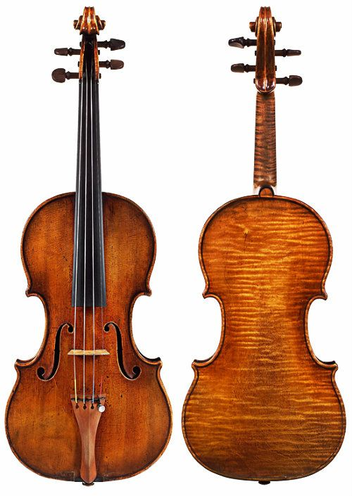 Such a lovely one piece slab cut back. Antonio Stradivari (1644-1737) - Violin Auer - Cremona (1690)