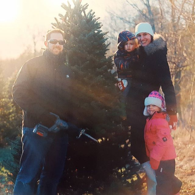 #FamilyLove #NoFilter #REALChristmasTree #hasselblad @soundslikeyellow