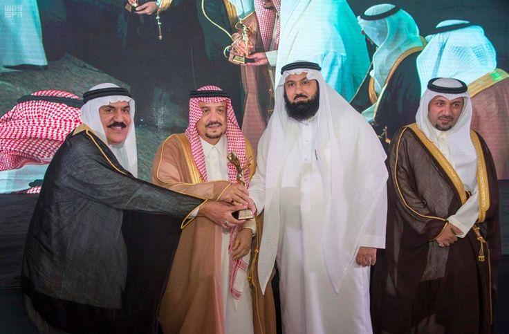 أمير منطقة الرياض يرعى حفل تخريج طلاب كلية الغد الدولية للعلوم الطبية التطبيقية صحيفة وطني الحبيب الإلكترونية Fashion Dresses Academic Dress