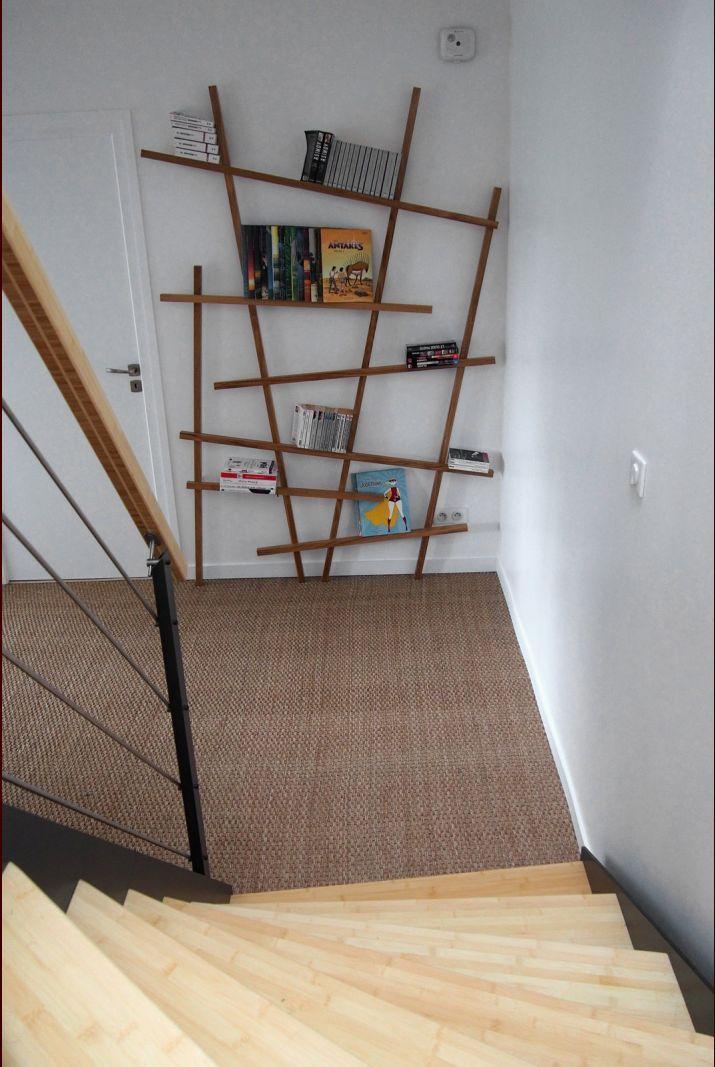 Escalier et couloir RdJ (un peu vide)