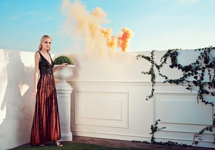 2015 Spring / Summer Collection  L'intenso ricamo sul corpino scivola e si disperde sull'ampia gonna in tulle con fodera in contrasto. I sandli gioiello color canna di fucile completano i look.  #moda #abbigliamento #primavera #estate #abito #abitodasera #abitolungo #tulle #abitodacerimonia #abitosirena #specchio  #fashion #coture #fashionvictim #style #fashionwoman #look #outfit #dress #partydress #wedding #weddingputfit #weddingdress #elegance  Abito nero e rosso lungo