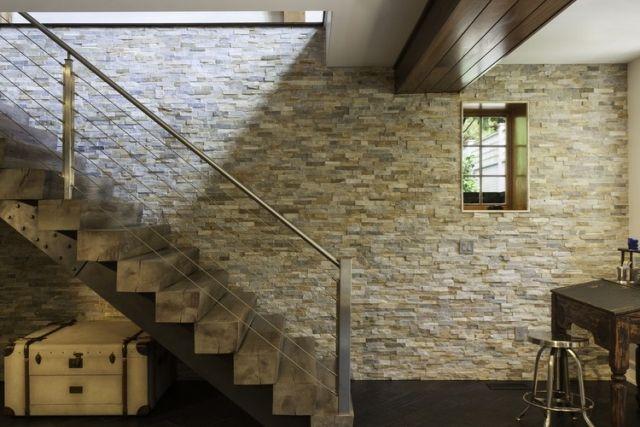 escalier bois brut : j'aime bien les marches , les timons mais pas le garde corps