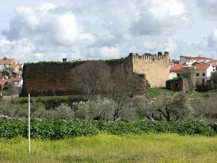 Castillo de los Herrera, en Arroyo de la Luz. Aquí celebran en verano un atractivo Festival de cine de Terror.