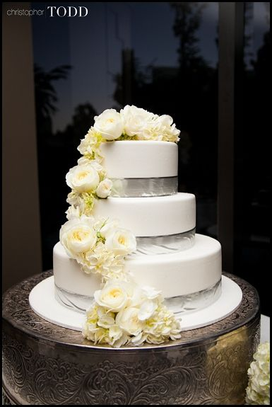 wedding cake pictures with cascading flowers 17 best images about wedding cakes amp desserts on 23446