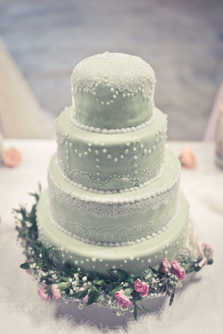 Die Hochzeitstorte in Mint / Pastelltönen bei der Hochzeit.  Foto: Viktor Schwenk Photographie